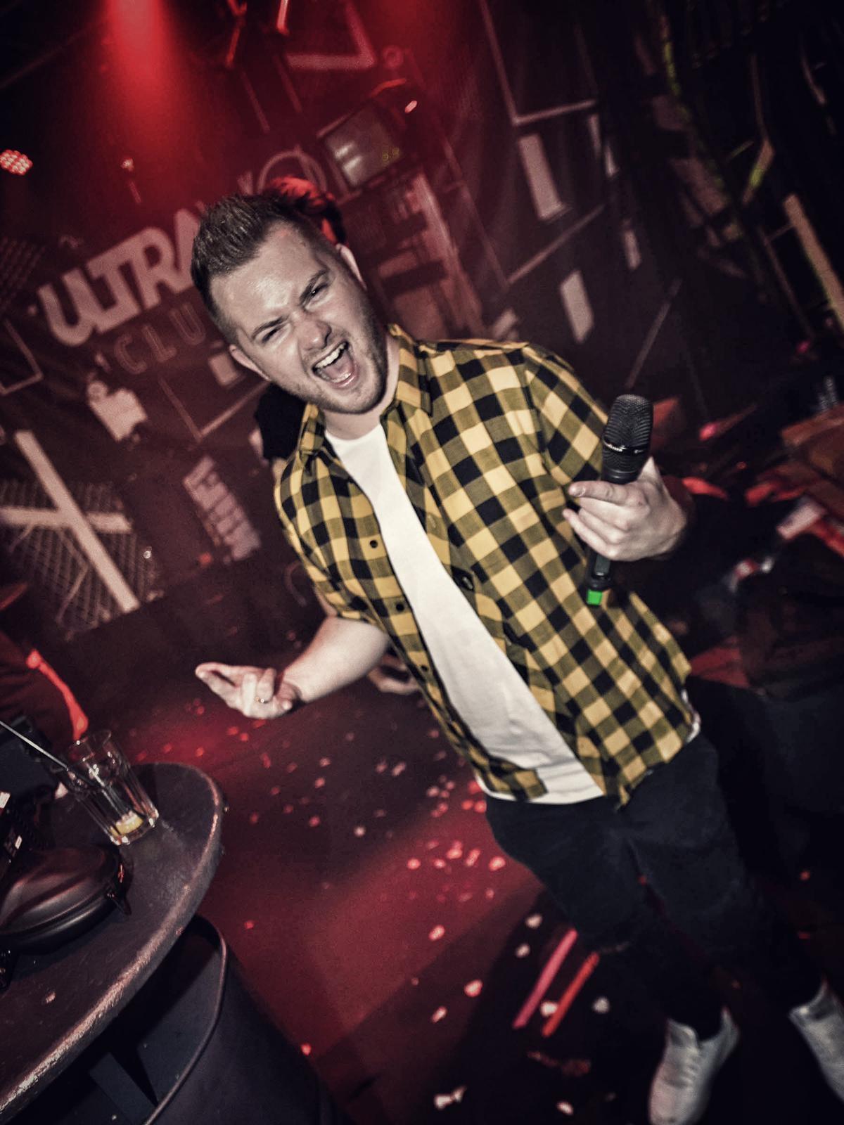 """IInterview mit Dominik Holl, dem """"Macher"""" von Ultraviolet-Carnival"""