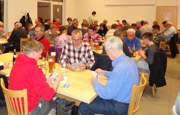 IVolles Vereinsheim beim 2. Binokel-Turnier des TURA Untermünkheim